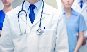 在医院发生医疗事故是起诉医生还是医院