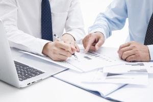 公司变更如何与员工签劳动合同